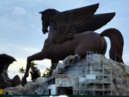The 110-foot bronze statue of Pegasis at Gulfstream Park is believed to be the largest equine statue in the world. (Craigslegz.com)
