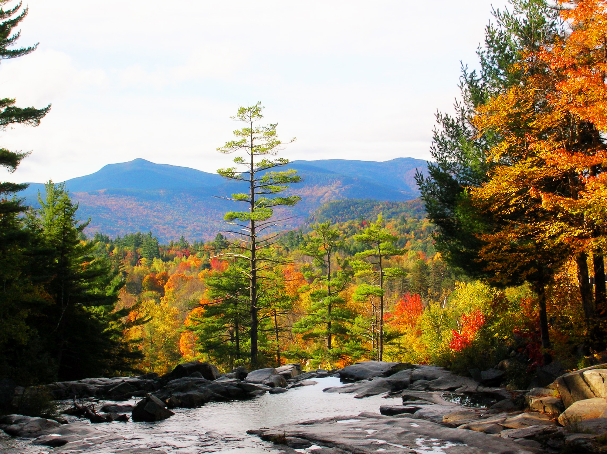 There are no shortage of scenic views accentuated by the turning of the leaves in New Hampshire. Craig Davis/Craigslegz.com