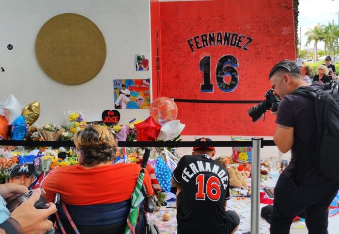 fernandez-fans-tribute
